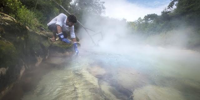 Απίστευτο: Το ποτάμι που η θερμοκρασία του ξεπερνά τους 94 βαθμούς Κελσίου (βίντεο)