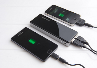 3 Kerugian Mengisi Baterai Smartphone Melalui Laptop PC