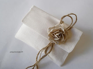 μπομπονιέρα γάμου με υφασμάτινο τριαντάφυλλο