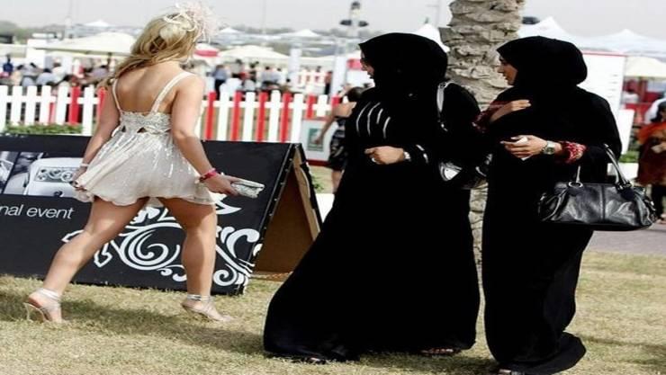 مشاهد عجيبة لن تراها إلا في دبي! مشاهد تعكس مدى الثراء الفاحش و إختلاف الثقافات!