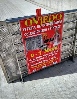 Cartel de la feria a la entrada del desembalaje de Oviedo