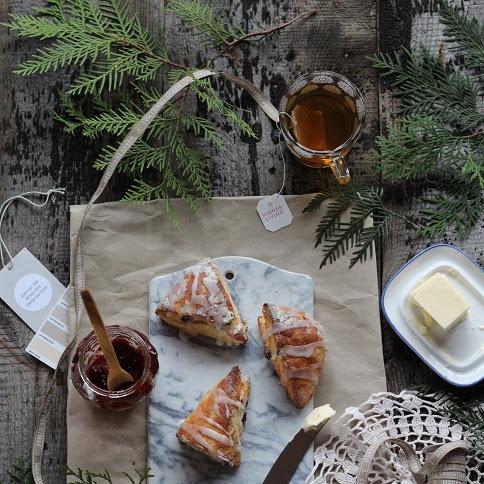 Bezglutenowe scones z żurawiną i cytrynowym lukrem