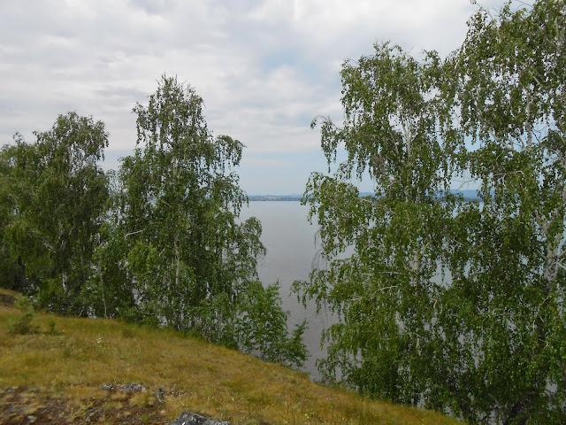 город Касли на другом берегу озера Большие Касли
