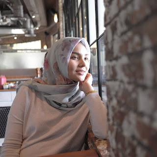 fashion blogger berhijab hijabers muslimah indonesia cakep terkenal populer sukses desainer designer ngehits instagram vlogger kekinian outfit of the day ootd tips pakaian busana cantik kecantikan inspirasi referensi hijab syari pashmna tutorial video