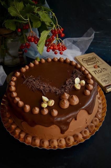 Tort cu ciocolată și alune