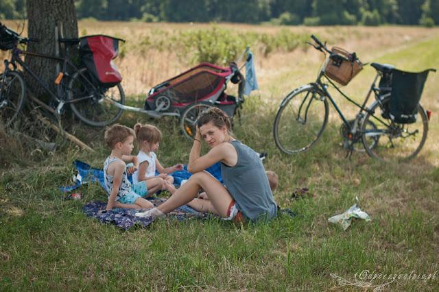 przyczepka rowerowa, weekend nad bugiem, wycieczki z dziećmi