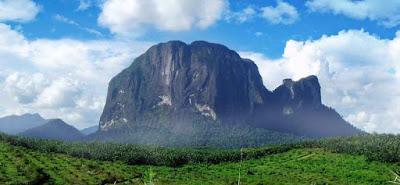 Bukit Kelam Wisata Unik di Kalimantan Barat