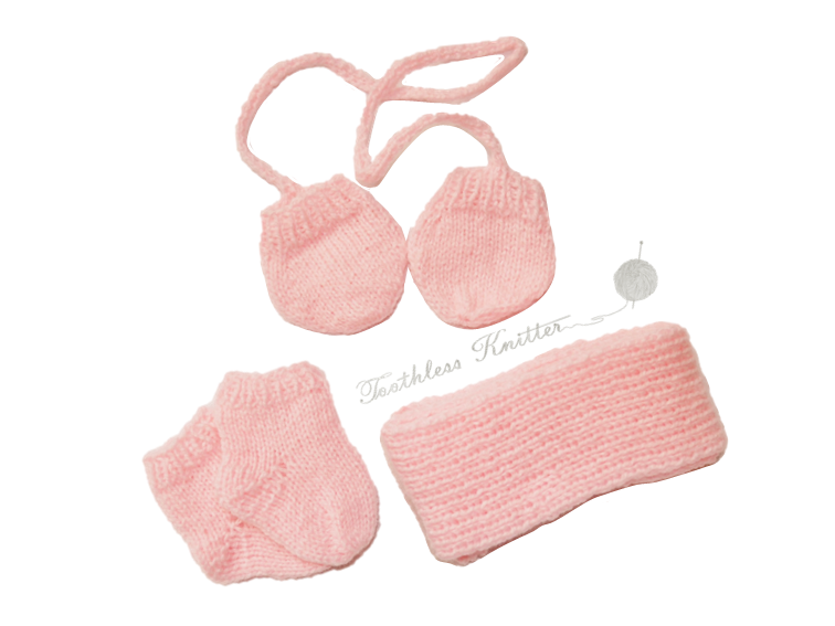 Doll Clothes - Scarf, Gloves, and Socks / Ubrania dla Lalki - Szalik, Rękawiczki, i Skarpetki