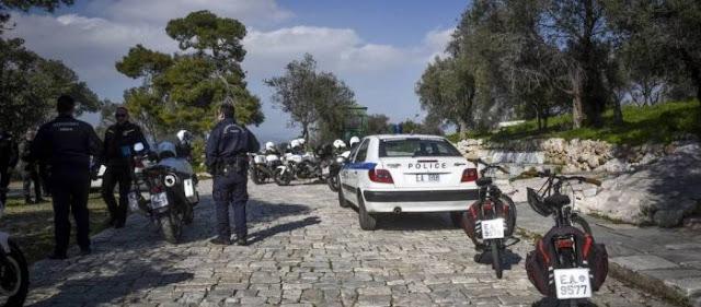 Στο έλεος αλλοδαπών και ρομά κακοποιών και ο τουρισμός - Πέντε άτομα επιτέθηκαν με μαχαίρι σε δυο τουρίστες στην Ακρόπολη [Βίντεο]