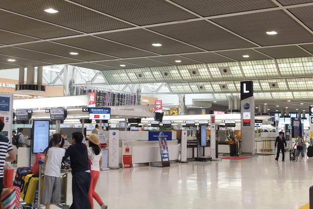 空港搭乗窓口 Airport-checkin-counter