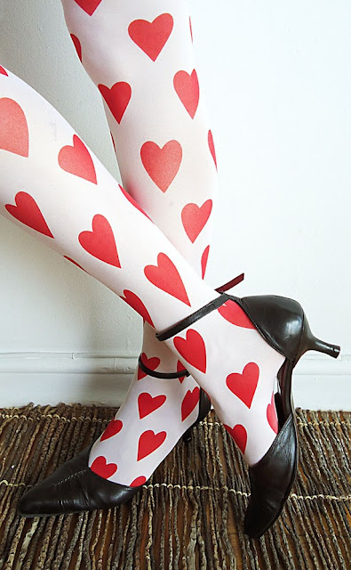 Black+white+red+vintage+alice+in+wonderland+queen+of+hearts+lingerie+bachelorette+party+bridal+shower+bride+6 - Queen of Hearts