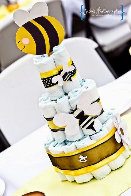 jogos de bolo-bolo de fraldas de pano-how-to-cake-of-diapers-how-to-a-cake-of-diaper-cake-for-baby-step-by-passo-chá-de-fraldas-ideias-decoração-de-chá-de-fraldas-Bolo-de-Fraldas-usrso-de-pelucia-chupetas-urso-azul-enxoval-menino-menina-ideias-criativas-para-chá-de-bebe-bb-Cute-for-a-Baby
