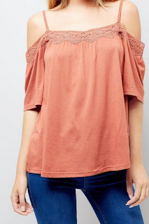 Top à épaules dénudées marron clair et bordure en crochet - NEW LOOK