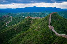 Muralha com muros e torres fortes