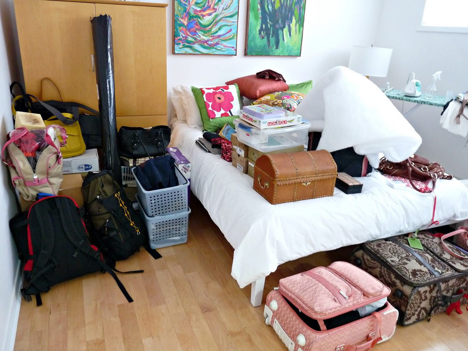 Petiteglamgirl storage how to make the most out of your - How to make the most of a small bedroom ...