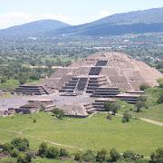 Археологи исследуют пирамиды в древнем городе ацтеков