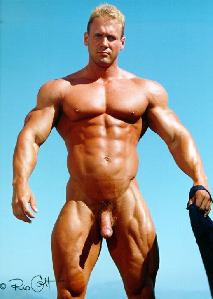 Bodybuilder erection slips out on stage