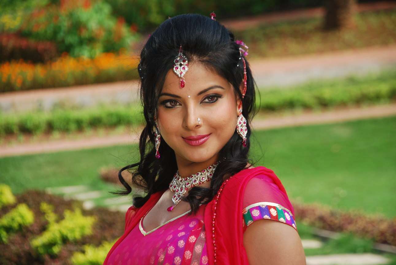 Bhojpuri hot Actress Smrity Sinha HD wallpaper, Smrity Sinha beautiful photo in Pink Dress