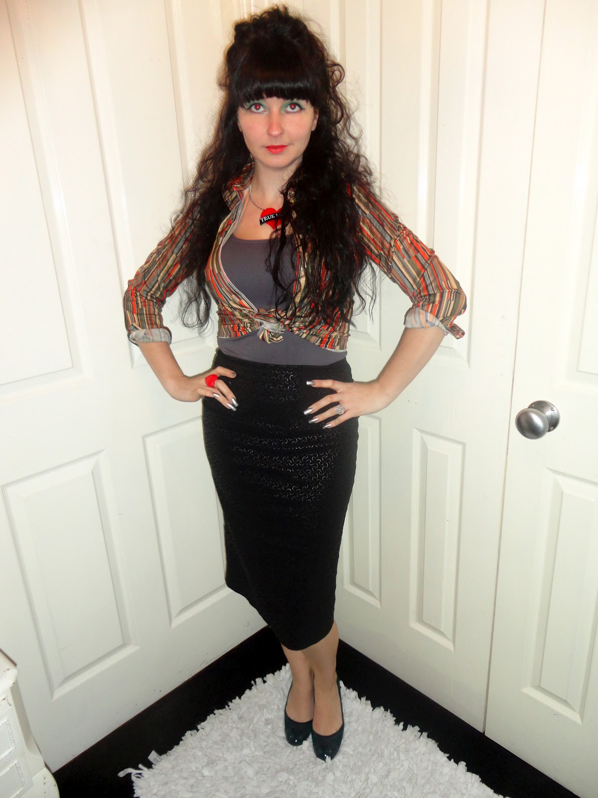 d6c2e25fe Happy Weekend eve peeps! Thank god the week is nearly up- its been a long  one for me! This outfit consists of a vintage 80s wet look pencil skirt  which I ...
