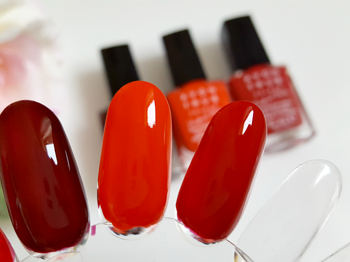Swatches: AVON True Colour Perfect Reds Collection - Nailpolish - tweed - tangfastic - royal red