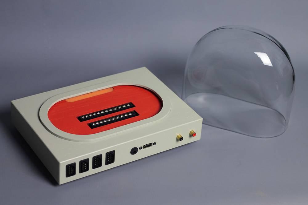Dua slot untuk kaset Nintendo dan Famicom (lovehulten.com)