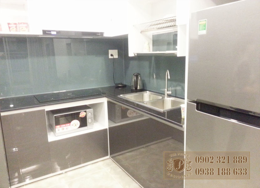 Giá bán căn hộ The Prince - phòng bếp