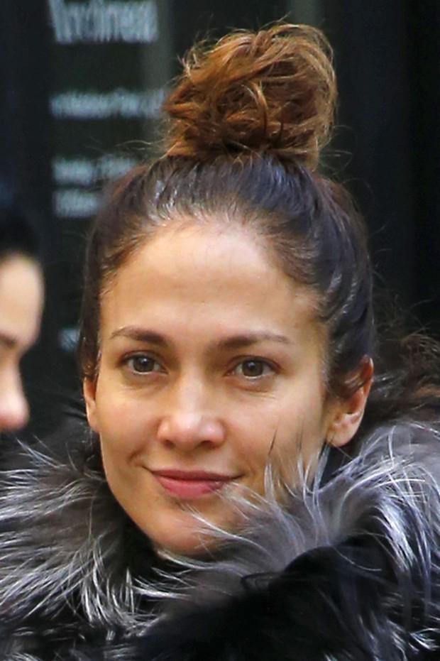 Jennifer Lopez walks in New York without makeup