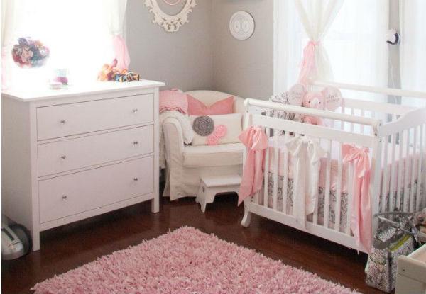 Cuarto decorado para beb ni a colores en casa for Dormitorios bebe nina