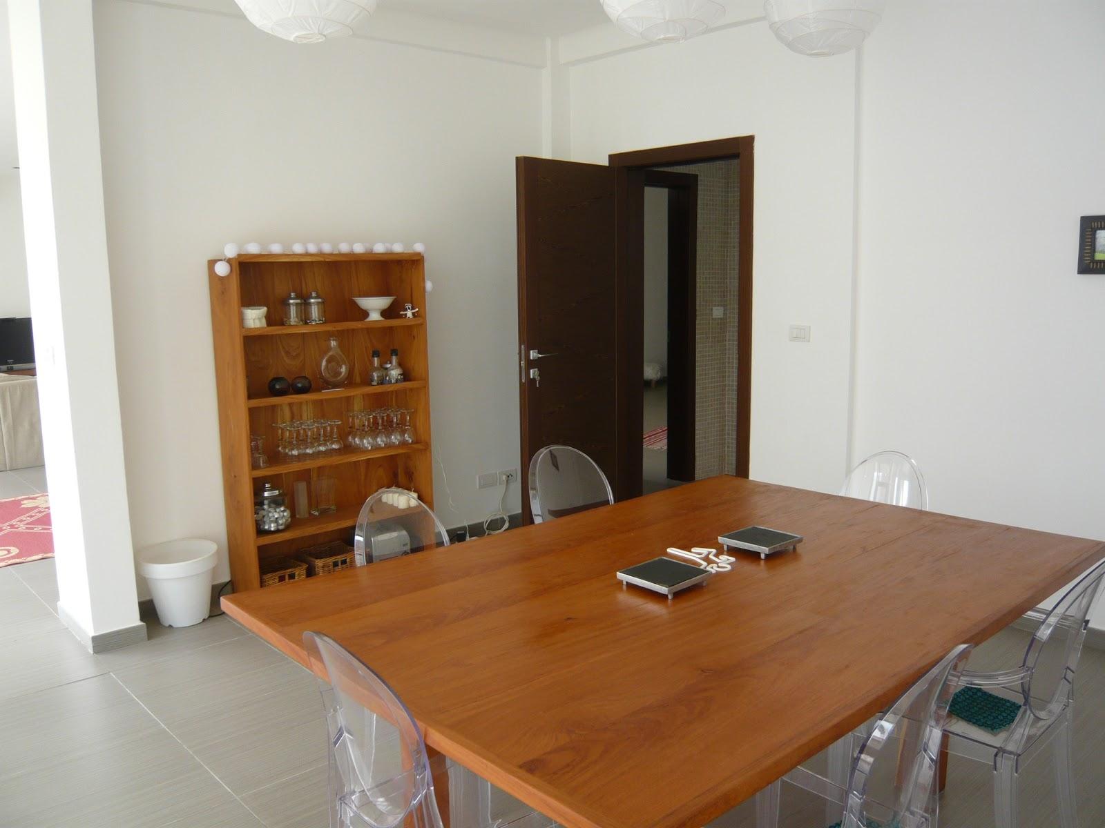 cotonou et nous et nous et nous la maison. Black Bedroom Furniture Sets. Home Design Ideas