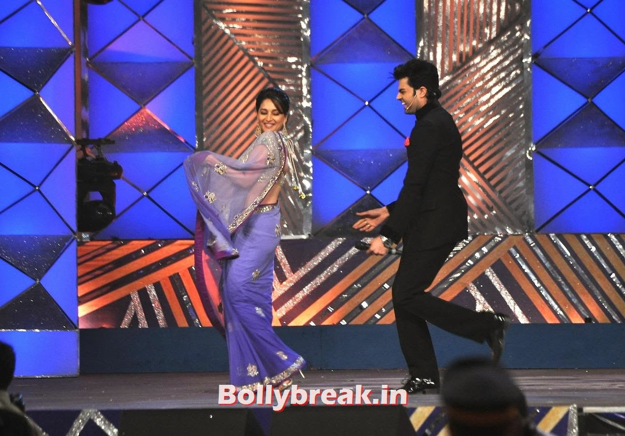 Madhuri Dixit, Bollywood Stars performing on stage at Police Umang 2014 - HD Pics