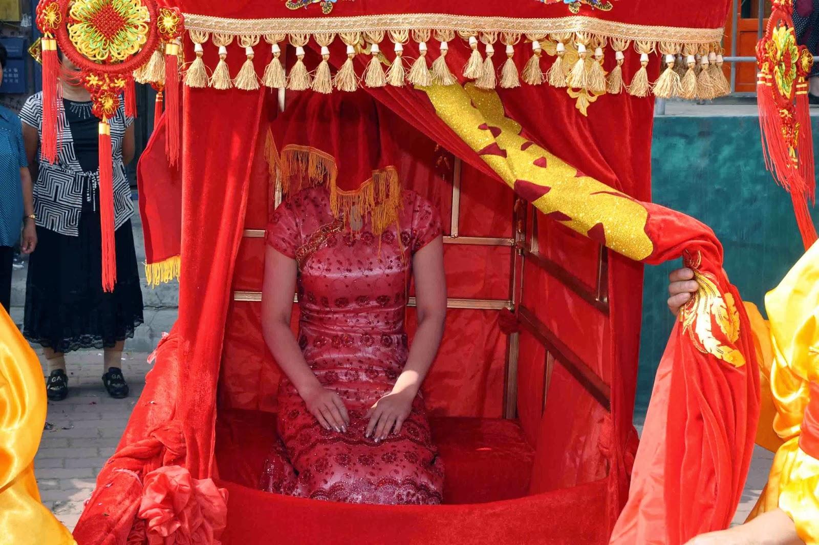 Top 10 Different Wedding Traditions From Around The World: Ang Nakaraan Ng Kasalukuyan: Ang Tsina At Ang Kabihasnan Nito