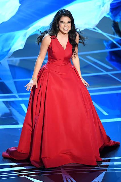 Vestido Auli i Cravalho vestido no Oscar 2017
