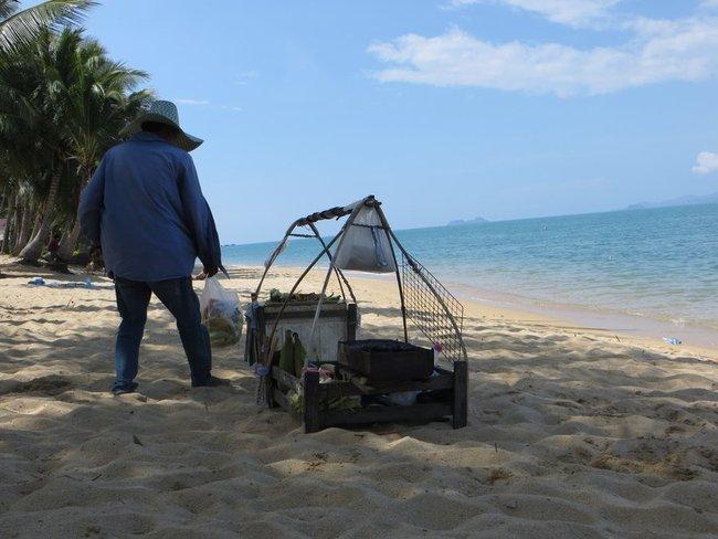 пляжный торговец на пляже