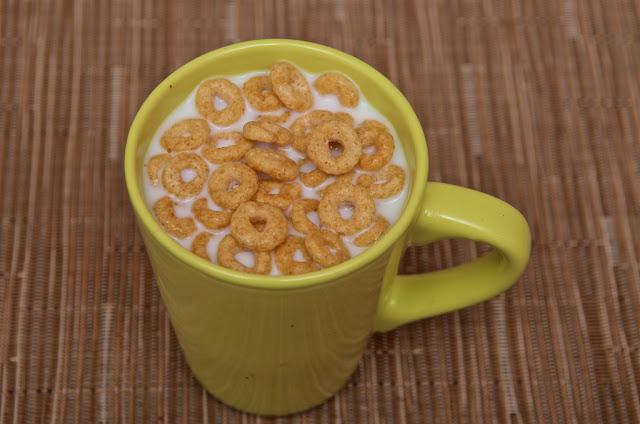 Cheerios Nestlé - Miel -Avoine - Céréales petit-déjeuner - breakfast cereals - honey - lait - milk