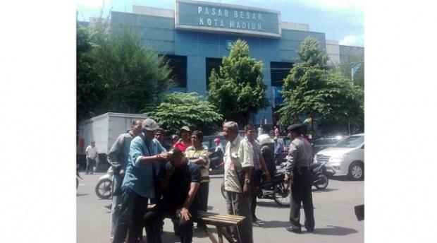 Wali Kota Madiun Ditahan KPK, Para Aktivis Cukur Gundul