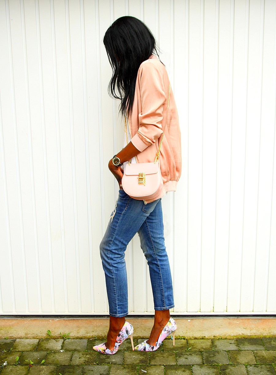 bomber-satin-rose-asos-sac-chloe-drew-ripped-jeans-escarpins-fleurs-blog-mode