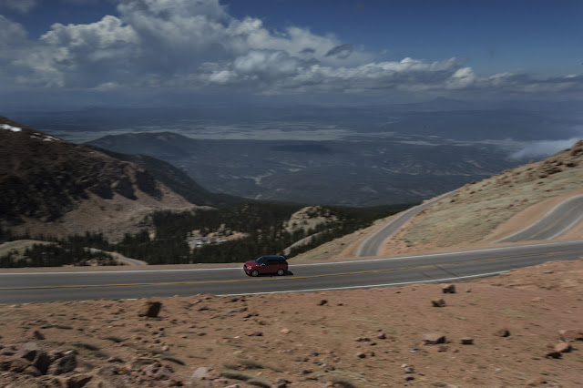 range rover sport sets pikes peak record. Black Bedroom Furniture Sets. Home Design Ideas