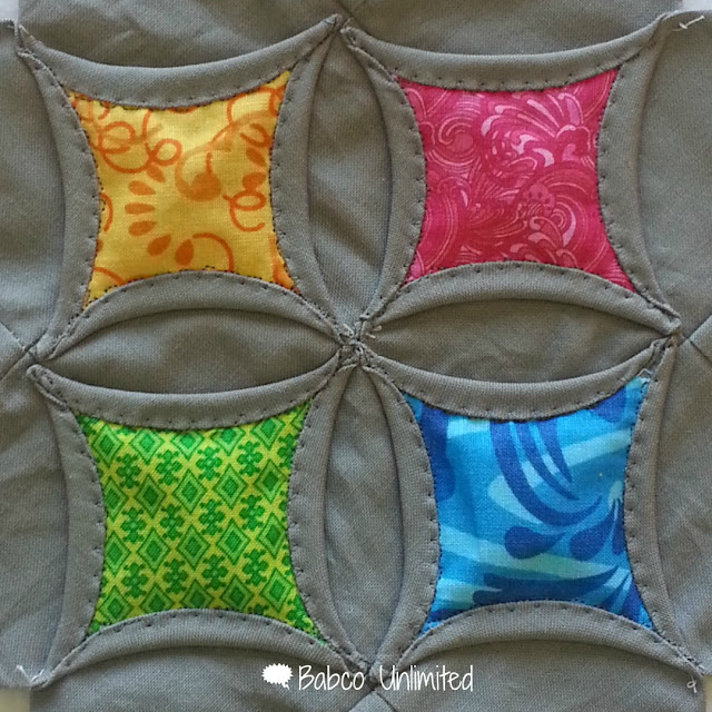 BabcoUnlimited.blogspot.com -- Cathedral Window Quilt