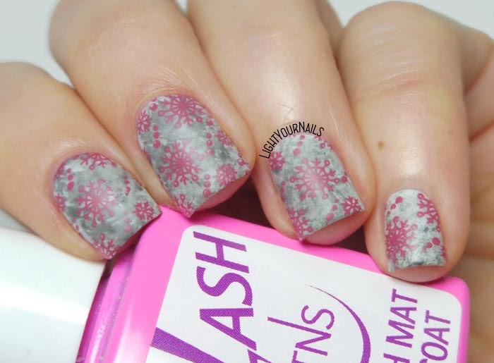 Nail art stamping fiocchi di neve rosa e grigio pink and grey snowflakes feat. BeautyBigBang stamping plate #nailart #nailstamping #beautybigbang #lightyournails #nails #unghie