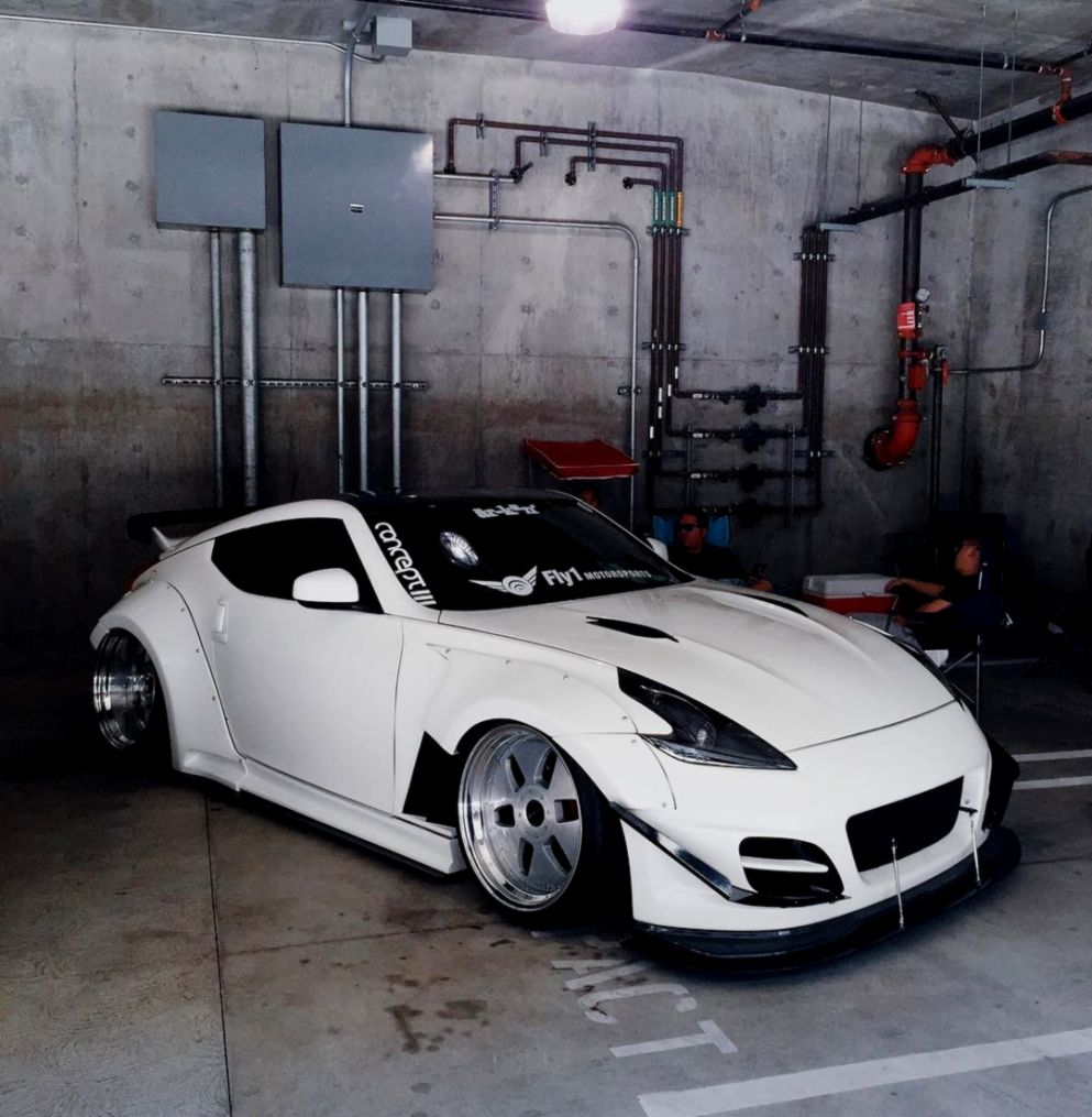 Nissan 370z Garage Hd Wallpaper Free Wallpapers