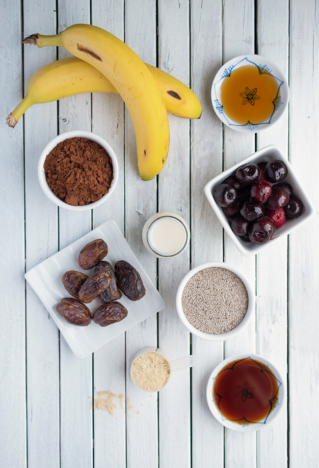 Ingredients for vegan and gluten-free chocolate date smoothie bowl