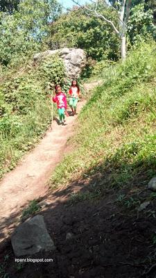 Gunung Munara Anak penduduk sekitar