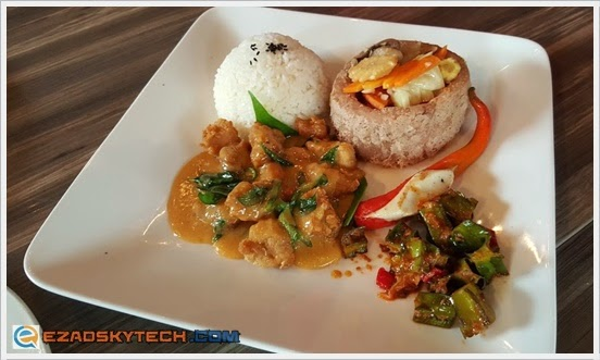 Combo Egg Yolk Butter Chicken & Season Vegetable In Yam Basket Rice U-Cafe Wangsa Wa