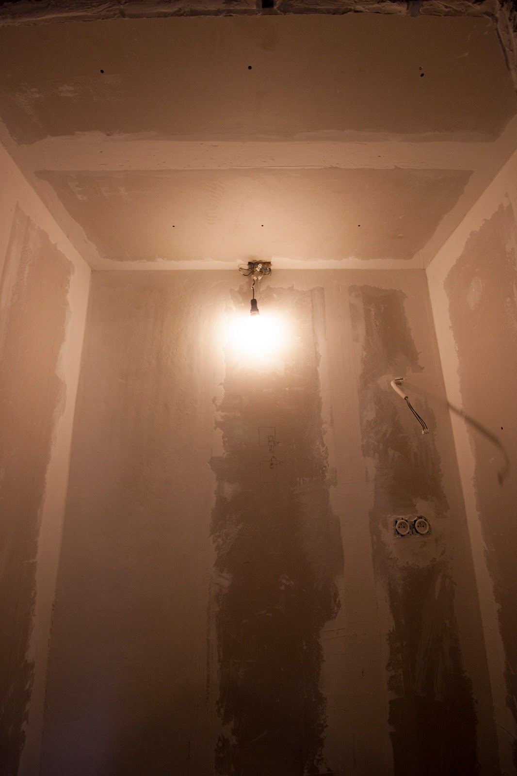 Plasterboards, plaster, electricity... the switches and outlets work!