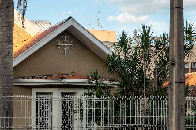 Casa na Rua Paula Gomes com ornamento de ferro - detalhe