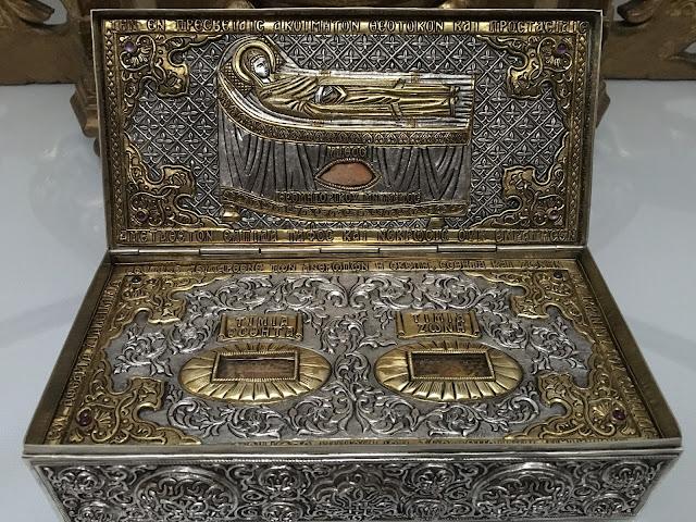Τεμάχιο της Τιμίας Ζώνης της Θεοτόκου στην Ιερά Μονή Προφήτου Ηλιού Θήρας http://leipsanothiki.blogspot.be/