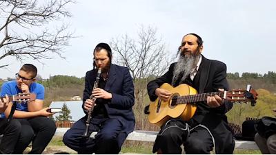 Yosef Karduner & Chilik Frank - En Breslev Arde Fuego