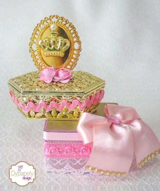 caixinha personalizada, caixinha de luxo, kit de luxo personalizado, caixinha dourada, caixinha dourada princesa, acrílico dourado espelhado, caixinha de princesa luxo, festa de luxo, caixinha de coroa dourada, caixinha com coroa, caixinha de luxo festa princesa, kit princesa, personalizados de luxo