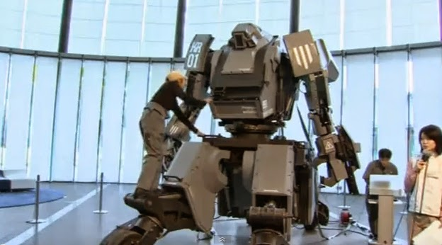 KURATAS is a giant, 4-ton Transformers-like super robot made by artist Kogoro Kurata in Suidobashi Heavy Industries (SHI) in Japan