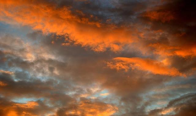 Terdengar Suara Dengungan Misterius di Langit Tegal hingga Pekalongan, Fenomena Apakah?